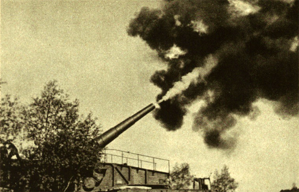 The fight has begun - a railway gun fires at distant turgets
